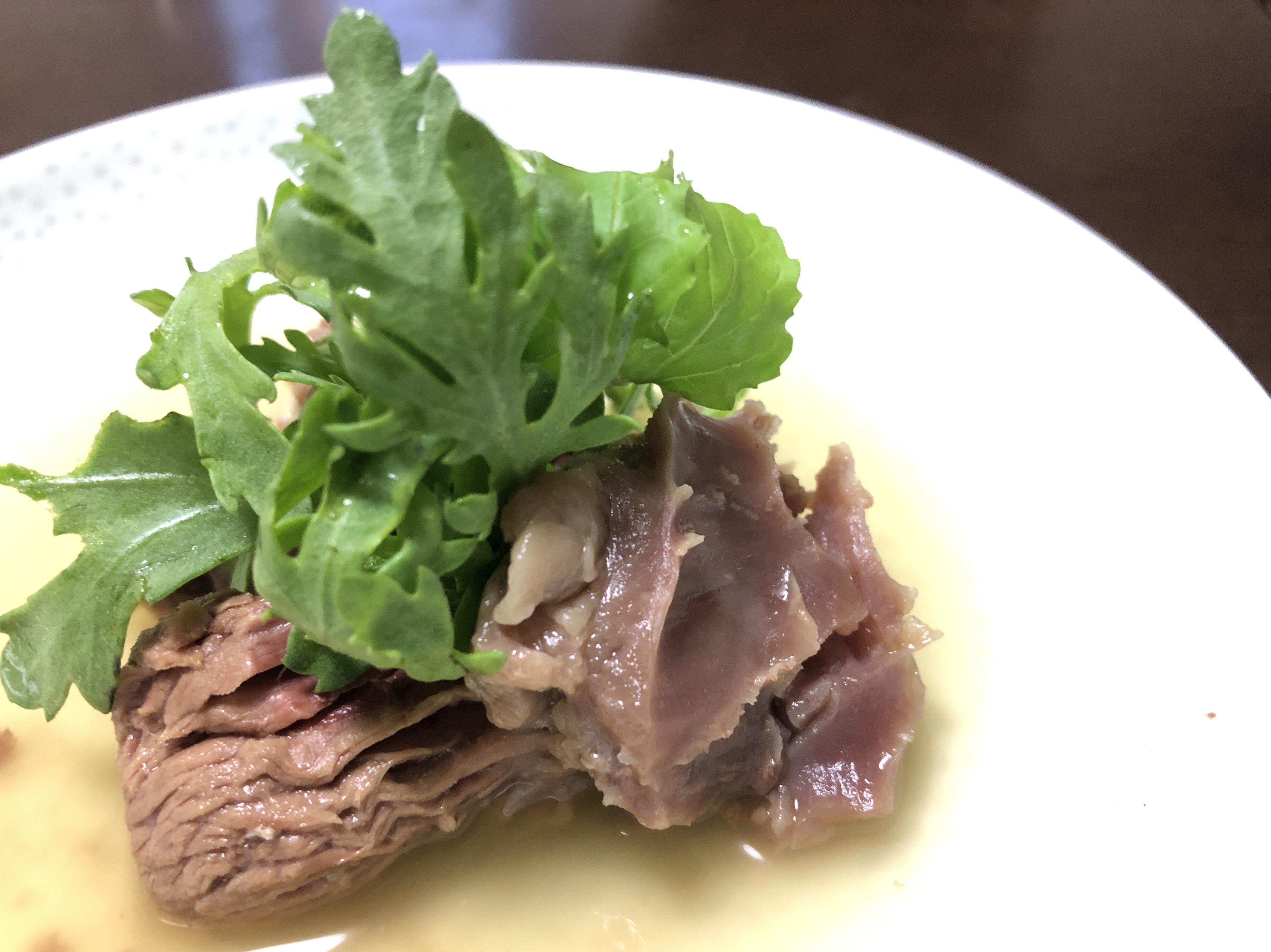 牛すじ肉とフレッシュ野菜をレモンポン酢で